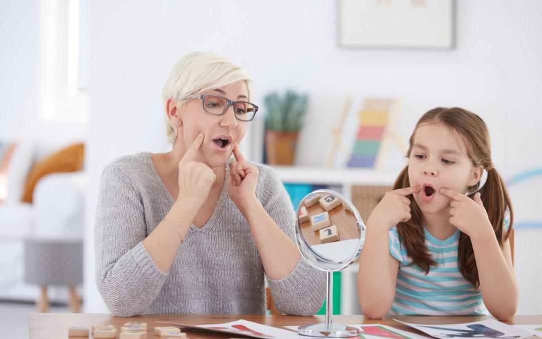 Si tu hijo se chupa el dedo durante mucho tiempo podría necesitar un logopeda